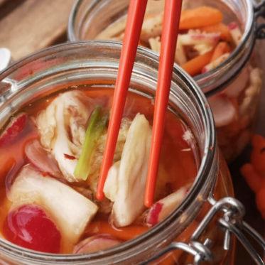 Kimchi selber machen geht schnell und einfach.