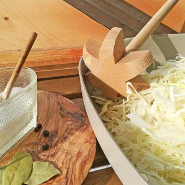 Sauerkraut selber machen - im Glas oder im Gärtopf.